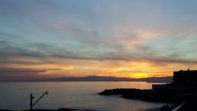 Coucher du soleil au-dessus de la mer de Gênes Images stock