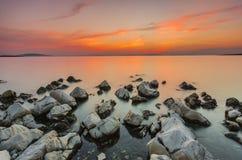 Coucher du soleil au-dessus de la mer La Dalmatie, Croatie Photographie stock