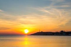 Coucher du soleil au-dessus de la mer Coucher du soleil/lever de soleil avec des nuages, des rayons légers et tout autre effet at Photographie stock