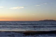 Coucher du soleil au-dessus de la mer Méditerranée. Photos libres de droits