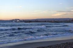 Coucher du soleil au-dessus de la mer Méditerranée. Image stock
