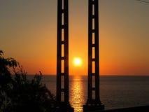 Coucher du soleil au-dessus de la mer piliers Photo libre de droits