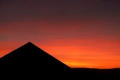 Coucher du soleil au-dessus de la pyramide Photos stock