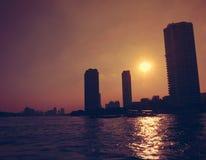 Coucher du soleil au-dessus de la rivière Photo stock