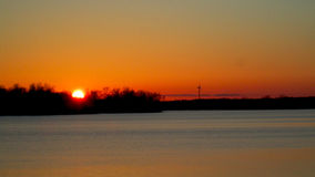 Coucher du soleil au-dessus de la rivière grande images libres de droits