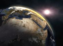 Coucher du soleil au-dessus de la terre de planète, l'Europe Photos libres de droits