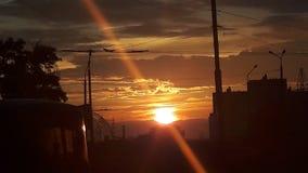 Coucher du soleil au-dessus de la ville Photo stock