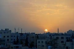 Coucher du soleil au-dessus de la ville d'AMMAN en Jordanie dans le Moyen-Orient Photo stock