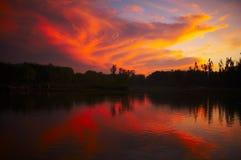 Coucher du soleil au-dessus de lac Photo libre de droits