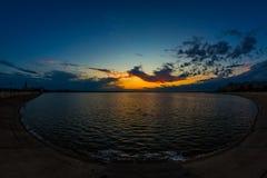Coucher du soleil au-dessus de lac bucharest Morii Images libres de droits