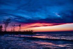 Coucher du soleil au-dessus de lac Erie photos libres de droits