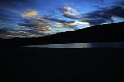 Coucher du soleil au-dessus de lac Isabella Images stock