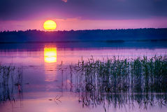 Coucher du soleil au-dessus de lac Kanieris Images libres de droits