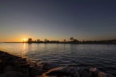 Coucher du soleil au-dessus de lac Michigan photo stock