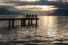 Coucher du soleil au-dessus de lac Okanagan Image stock