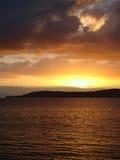 Coucher du soleil au-dessus de lac Taupo, Nouvelle Zélande Photos stock