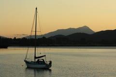 Coucher du soleil au-dessus de lac Te Anau images libres de droits