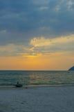 Coucher du soleil au-dessus de Langkawi chez la Malaisie Photographie stock libre de droits