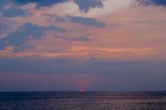 Coucher du soleil au-dessus de Langkawi chez la Malaisie Images stock