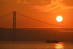 Coucher du soleil au-dessus de Lisbonne Photos stock