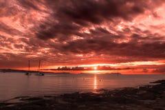 Coucher du soleil au-dessus de mambo de café d'Ibiza images libres de droits