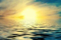 Coucher du soleil au-dessus de mer Photo libre de droits