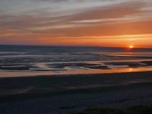 Coucher du soleil au-dessus de mer image libre de droits
