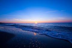 Coucher du soleil au-dessus de mer Photographie stock libre de droits