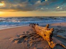Coucher du soleil au-dessus de mer baltique Photo stock