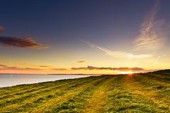 Coucher du soleil au-dessus de mer, vieille tête, Kinsale, Irlande Photos stock