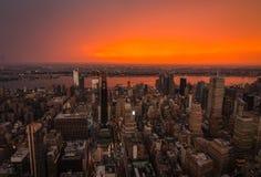 Coucher du soleil au-dessus de Midtown Manhattan image libre de droits