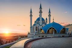 Coucher du soleil au-dessus de mosquée Photographie stock
