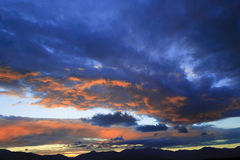 Coucher du soleil au-dessus de Mt. Mansfield, VT, Etats-Unis photographie stock