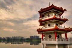 Coucher du soleil au-dessus de pagoda aux jardins chinois, Singapour images libres de droits