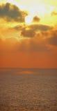 Coucher du soleil au-dessus de panorama de mer photo libre de droits