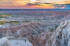 Coucher du soleil au-dessus de parc national de bad-lands images libres de droits
