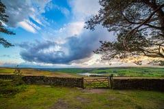 Coucher du soleil au-dessus de parc national de vallées de Yorkshire Image stock