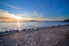 Coucher du soleil au-dessus de plage Image libre de droits