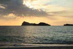 Coucher du soleil au-dessus de plage de Capones Photo libre de droits