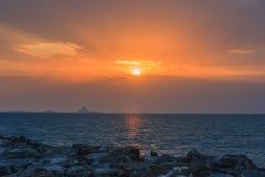 Coucher du soleil au-dessus de plage de Jumeirah  Photos stock