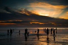 Coucher du soleil au-dessus de plage de Kuta Image stock
