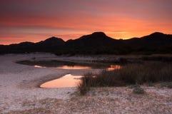 Coucher du soleil au-dessus de plage de la Corse Photos stock