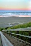 Coucher du soleil au-dessus de plage de Newport Image libre de droits