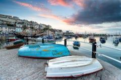 Coucher du soleil au-dessus de port de Brixham Photo stock