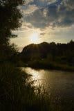 Coucher du soleil au-dessus de rivière Dunajec Images libres de droits