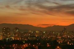 Coucher du soleil au-dessus de Santiago, Chili Image libre de droits