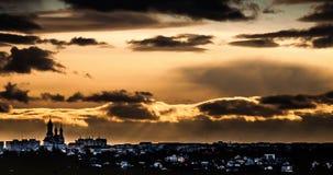 Coucher du soleil au-dessus de Suceava photographie stock libre de droits
