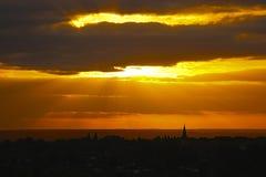 Coucher du soleil au-dessus de Surrey après la tempête Photo stock