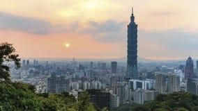 Coucher du soleil au-dessus de Taïpeh, à Taïwan Photographie stock libre de droits