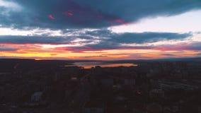 Coucher du soleil au-dessus de Varna, de la Bulgarie et de la cathédrale de l'hypothèse nightlife banque de vidéos